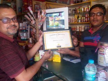Mr. Kailash Aaditya, Aaditya Mart (right) receiving the award from Mr. Kalyan from BeWo.